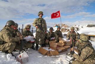 Öğrencilerden Mehmetçike anlamlı destek