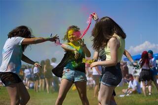 Antalyada renkli festival