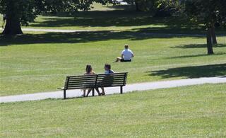 Havalar ısındı parklara koştular