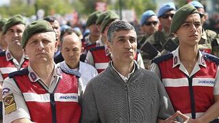 Şok Darbeci Tuğgeneral Gökhan Şahin Sönmezateş'in makam odasından çıktı