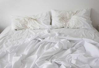 Bel ve sırt ağrısı çekenler nasıl yatmalı