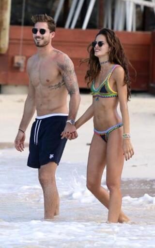 Kevin Trapp ve sevgilisi Izabel Goulart kış tatilinde