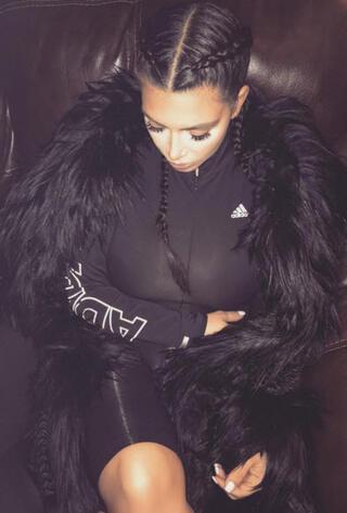 Kim Kardashian göğüslerinden şikayetçi