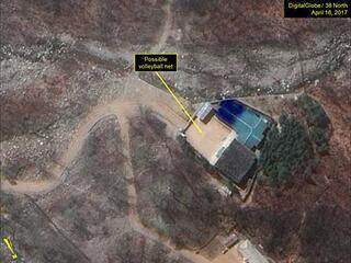 Kore savaşa voleybolla hazırlanıyor