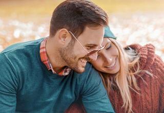Partnerinizi mutlu etmek için yapabileceğiniz 8 tatlı hareket