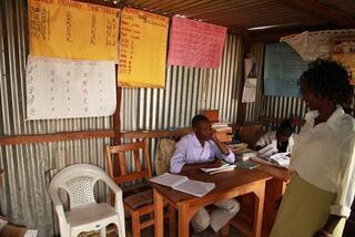Masai Mara kabilesi ve Kenya'da Mara Köyü okulu