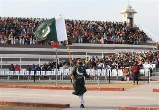 Pakistan-Hindistan sınırında 71 yıllık gelenek