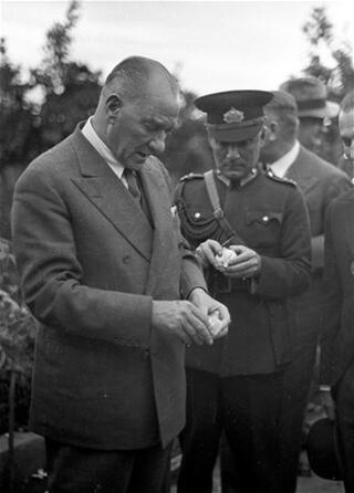 Atatürk 80 yıldır özlemle anılıyor