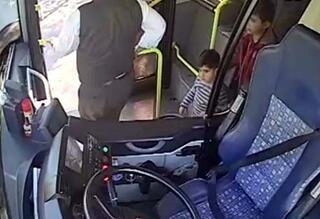 Yanlış otobüse bindi Polisi alarma geçirdi