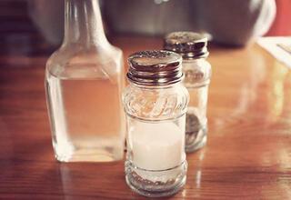Tuz ve sirke evdeki negatif enerjiyi alıyor