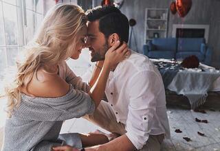 Sevgilinize onu sevdiğinizi nasıl hissettirebilirsiniz