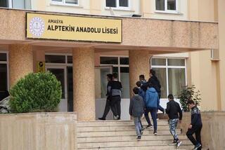 Öğrenciler gözünü alamadı Sınav ertelendi
