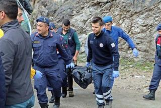 Kazada ölenlerin kimlikleri lisans kartlarıyla tespit edilmeye çalışıldı