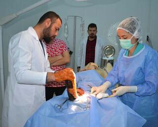 Nazlının memesinden 2 kilo tümör çıkartıldı