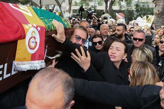 Cenazede de şampiyonlukta da beraber Onun için de kutladılar...