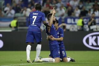 Chelsea kazandı, Mesut Özil yıkıldı