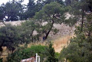 Tarihi kalede kendini asarak intihar etti