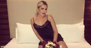 Selin Ciğerci, mayolu pozlarıyla sosyal medyayı salladı
