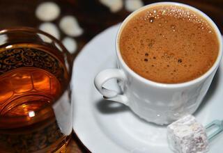 Aşırı kahve ve çay kemik erimesi riskini artırıyor