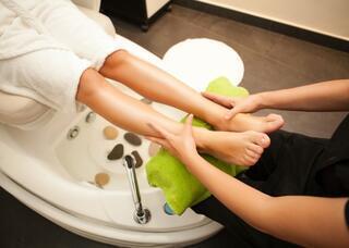 Ayaklar için buzlu su banyosu nasıl uygulanır