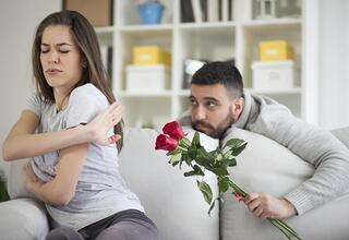 Kadınların erkeklerin hoşuna gittiğini sandığı 7 davranış