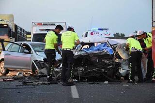 İzmirde feci kaza 3 kişi hayatını kaybetti