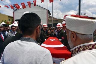 Şehit astsubay Tunç son yolculuğuna uğurlandı