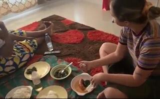 Yer sofrasına oturdu, geleneksel yemekleri tattı