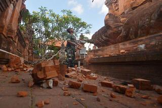 Son dakika: Endonezyada 5.7 büyüklüğünde deprem