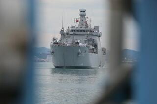 Türk tank çıkarma gemisi TCG Bayraktar Arnavutlukta