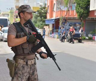 Yer: Adana... Polisler didik didik aradı
