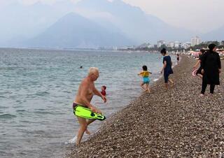Antalyada yağmurda deniz keyfi