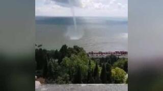 Karadenizde korkutan hortum Soçiyi böyle vurdu