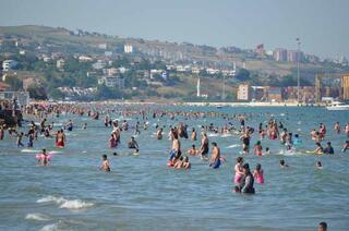 İstanbula çok yakın Hava sıcaklığını fırsat bilen oraya akın etti