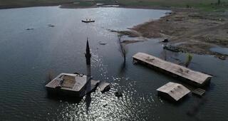 Göl 5 metre çekildi Ortaya çıktılar...