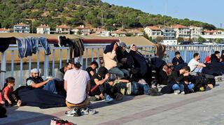 Çeşmede 82 göçmen yakalandı