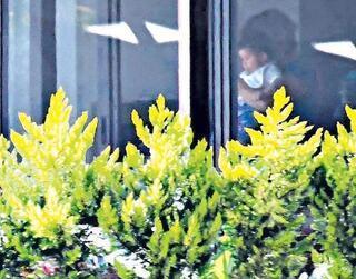 Burak Özçivit-Fahriye Evcenin oğulları Karan ilk kez görüntülendi