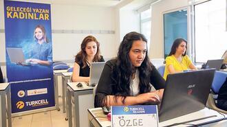 Kod yazan kadınlar dünyaya örnek oldu
