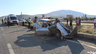İki otomobil çarpıştı! Ölü ve yaralılar var...