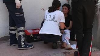 Sokak ortasında kız kardeşini bıçakladı