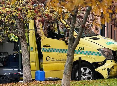 Ambulans kaçırıp kalabalığın üzerine sürdüler!