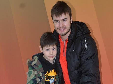 Mustafa Ceceli ve oğlu tatili değerlendirdi