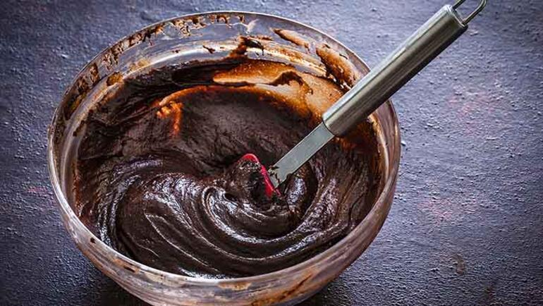 5dd643265542832048482689 - 3 malzemeli kolay çikolatalı kek tarifi