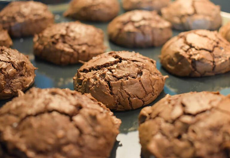 5df0adaa55427e1f54e96491 - Herkesin keyifle yiyecebileceği glutensiz 5 kurabiye tarifi