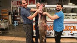 Ağırlığı 100 kilo, boyu 2 metre