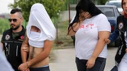 Adana'da yakalandılar...  Oradan çıkanlar yüzlerini böyle gizledi