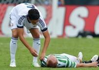 Nuri Şahin'le çarpıştı, çenesi kırıldı!