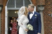 Efsane kaleci Peter Schmeichel, eski playboy güzeli ile evlendi