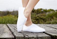 Beyaz spor ayakkabıları nasıl temiz tutulur?