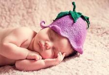 Yeni doğan bebekte neden akne olur?